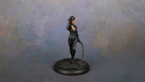Left side view of Catwoman (miniature by Knight Models).