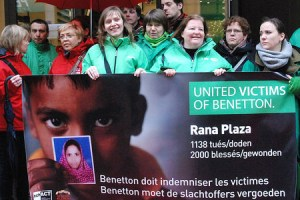 United victims of Benetton manifester pour sensibiliser.