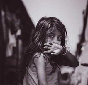 Qui met nos enfants en danger, le SRAS-CoV-2 ou les mesures de nos gouvernements?