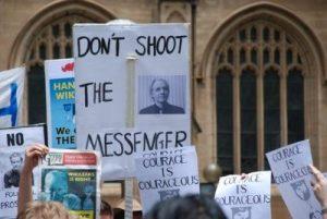 La saga Assange:Le vrai journalisme est criminellement fou