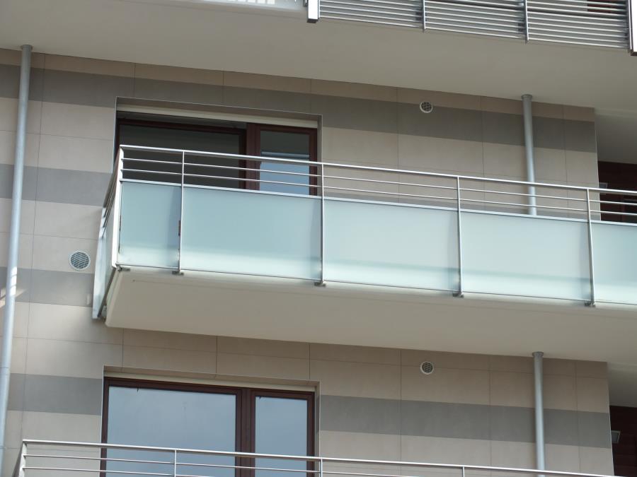Corrimano per vetro • barra da 3.25 m handrail for glass • 3.25 m. Parapetti Esterno In Acciaio E Vetro Stratificato Mondino Srl