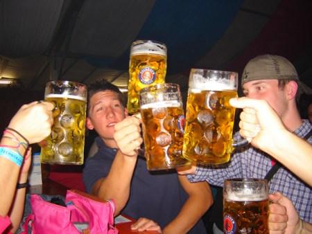 Tomando unas cervezas
