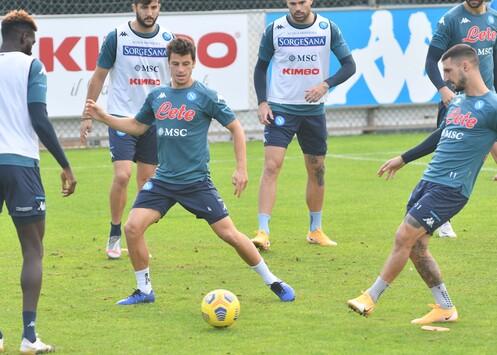 SSC Napoli - Ultimo allenamento a Castel Volturno prima della ...