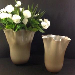 EDG (Enzo De Gasperi) Vaso in vetro beige interno bianco bordo ondulato EDG