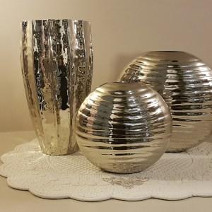 vasi in metallo lucido