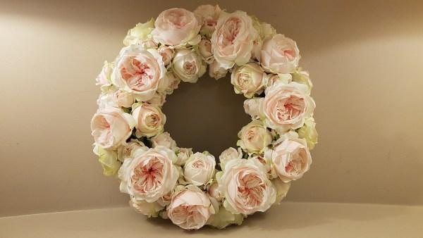ghirlanda rose rosa chiaro e verdine