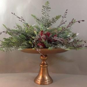 alzata in metallo bronzo dorato+ pino e bacche