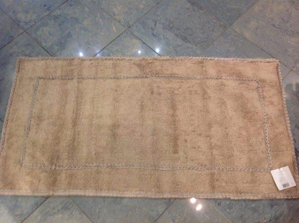 L'Atelier 17 Tappeto da bagno beige con doppio bordo frappa