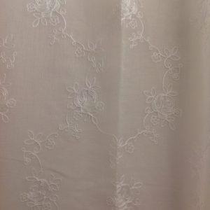 Blanc Mariclò Tenda in poiliestere ricamata 145x290+10 cm.