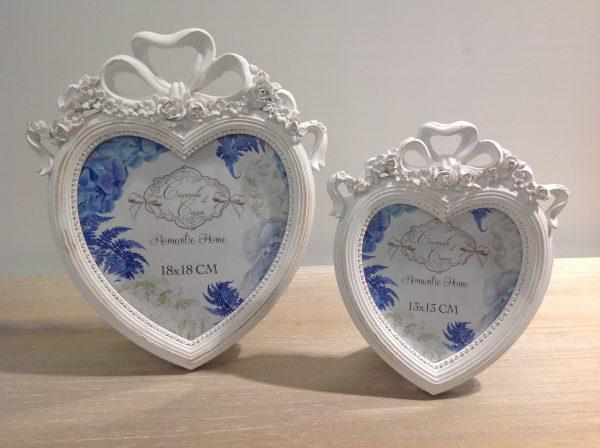 Coccole di Casa Porta foto a cuore in resina anticata con fiocco e fiori