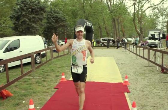 Massimo Cigana vince il 2° Irondelta Triathlon Medio di Primavera