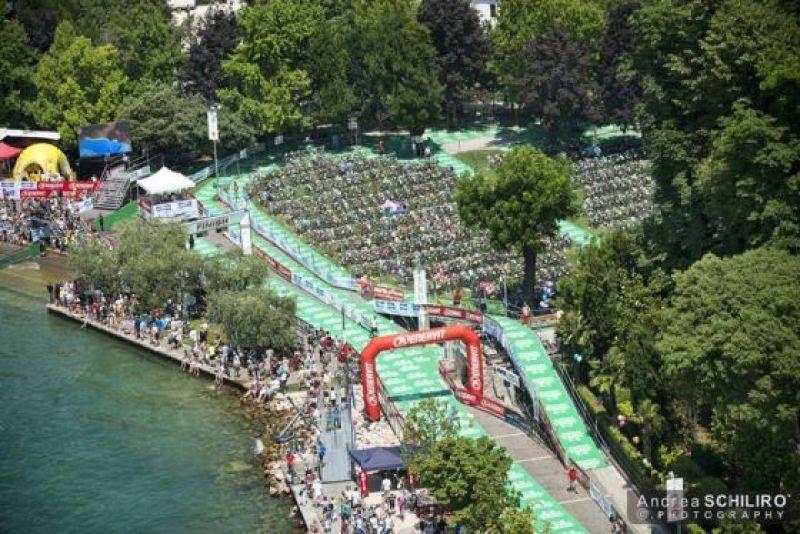 L'incredibile zona cambio del Triathlon Internazionale di Bardolino (Foto: Andrea Schilirò)
