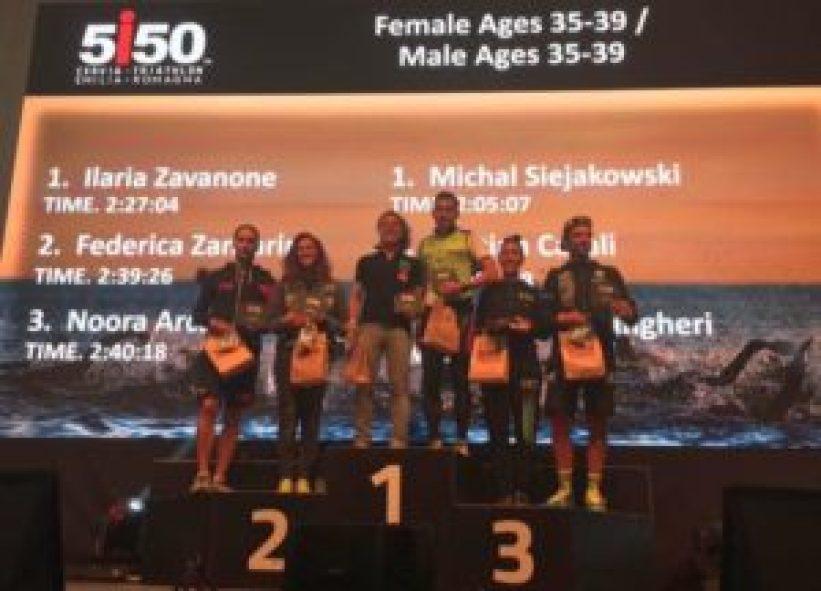 Il podio maschile e femminile cat. 35-39 del 5i50 Cervia Triathlon Emilia Romagna 2017