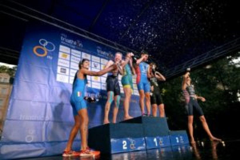 E' tempo di festeggiare! Alessandro Fabian è secondo all'ITU Triathlon World Cup 2017, a Karlovy Vary (Foto ©ITU Media / Janos Schmidt)