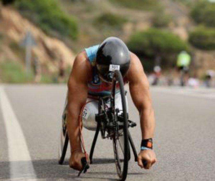 4:54:22 è il tempo impiegato da Alex Zanardi per percorrere i 180K della frazione di ciclismo all'Ironman Barcelona 2017 ©Gonzalo Arroyo Moreno/Getty Images for IRONMAN)