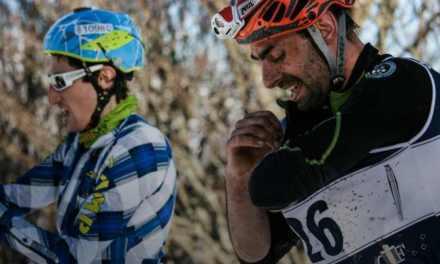 """Snowman 2019: Daniel Antonioli, con Alberto Comazzi e Adriano Berera, vince la staffetta nel """"triathlon"""" corsa-mountainbike-scialpinismo"""