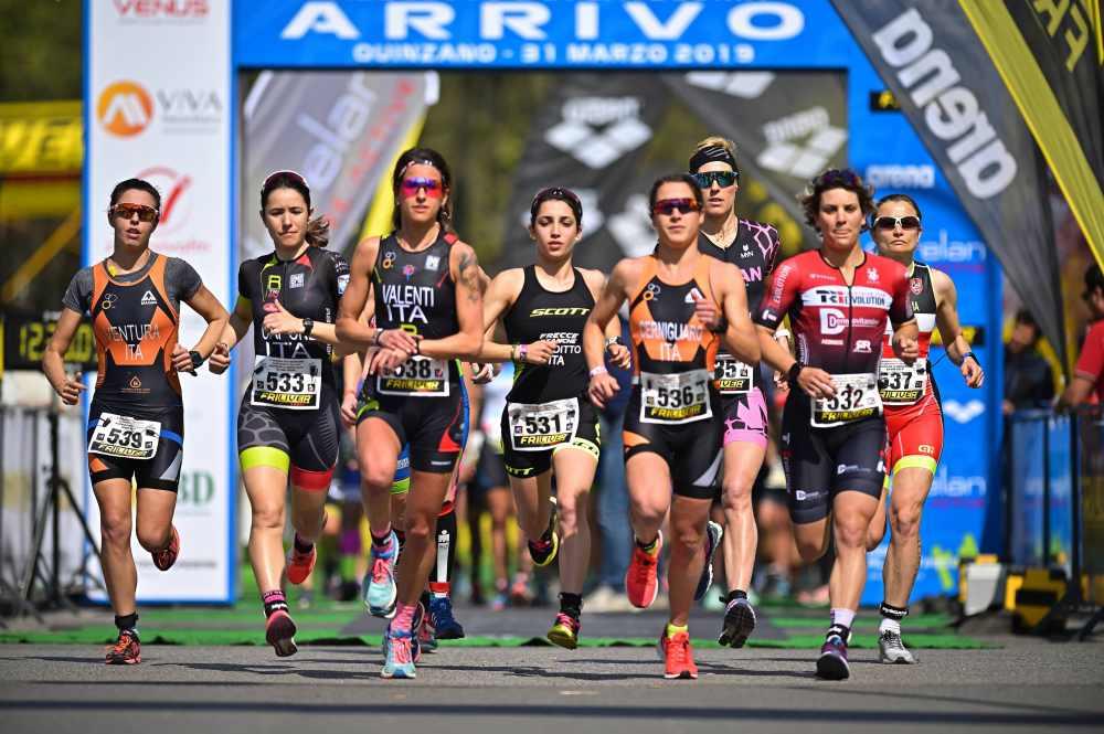 La partenza della gara femminile dei Campionati Italiani Assoluto e Age Group di duathlon classico 2019 (Foto ©Dani Fiori).