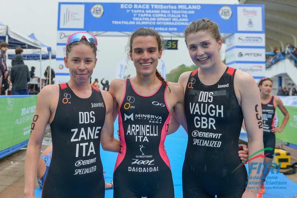 Il podio femminile della prima tappa del Grand Prix Triathlon 2019  (Foto ©Tiziano Ballabio).