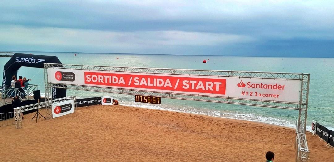 Una piscina il mare di Barcellona, pronto ad accogliere i 5.000 triatleti del Barcelona Triathlon 2019