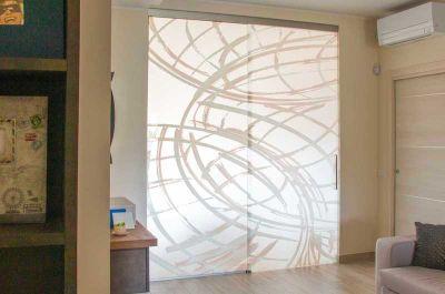 Inoltre la parete in cristallo garantisce, mediante le vetrofanie applicate, privacy all'interno degli ambienti e permette anche in un secondo tempo un cambio. Pareti In Vetro Firenze Pareti In Vetro Per Interni Firenze Parete In Vetro Firenze