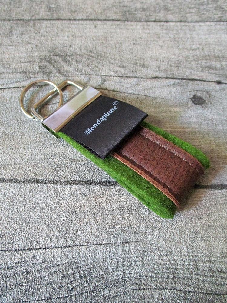 Schlüsselanhänger de luxe grün braun Wollfilz Leder - MONDSPINNE