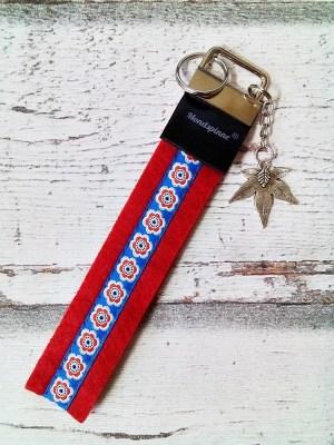 """Schlüsselband """"Anemonen"""" mit Charm (rot) von MONDSPINNE"""