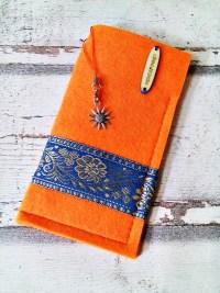"""Brillenetui """"Blüten"""" (orange-türkis-gold) aus Filz mit Charm - Mondspinne"""