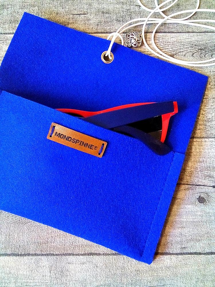 Brillentasche Brillenetui Filztasche Herz blau aus Wollfilz und Leder mit Herz-Anhänger - Mondspinne
