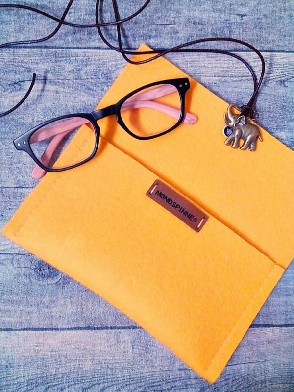 """Brillentasche Brillenetui Filztasche """"Elefant"""" (gelb) aus Wollfilz und Leder mit Elefant-Anhänger - Mondspinne"""
