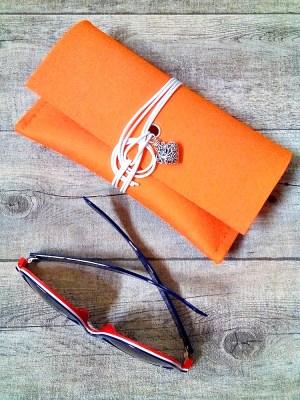 """Brillentasche """"Herz"""" (orange) aus Wollfilz & Leder - MONDSPINNE"""