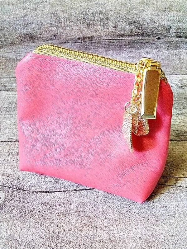 """Kosmetiktasche Schminktasche """"Blätter"""" (pink-gold), mit Charm-Anhänger, aus Ziegenleder - MONDSPINNE"""