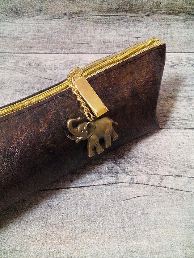 """Federmäppchen Glamour"""" (braun-gold) mit Boden mit Charm Elefant aus Ziegenleder - MONDSPINNE"""