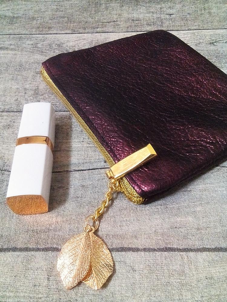 """Kosmetiktasche """"Glamour"""" weinrot-gold mit Charm Blätter aus Kalbsleder - MONDSPINNE"""