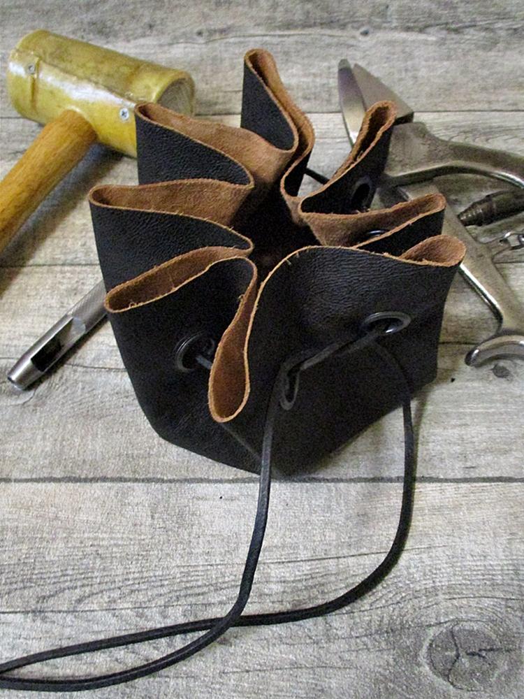 Lederbeutel schwarzbraun Büffelkalbsleder - MONDSPINNE