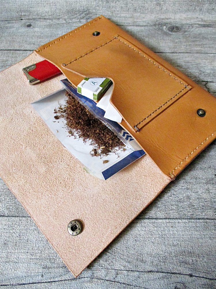Tabaktasche Tobacco var IV hellcognac Rindsleder - MONDSPINNE