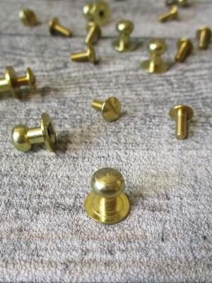 Knopfniete Kopfschraubniete Beiltaschenknopf Patronentaschenverschluss 10 mm messingfarben aus Metall - MONDSPINNE