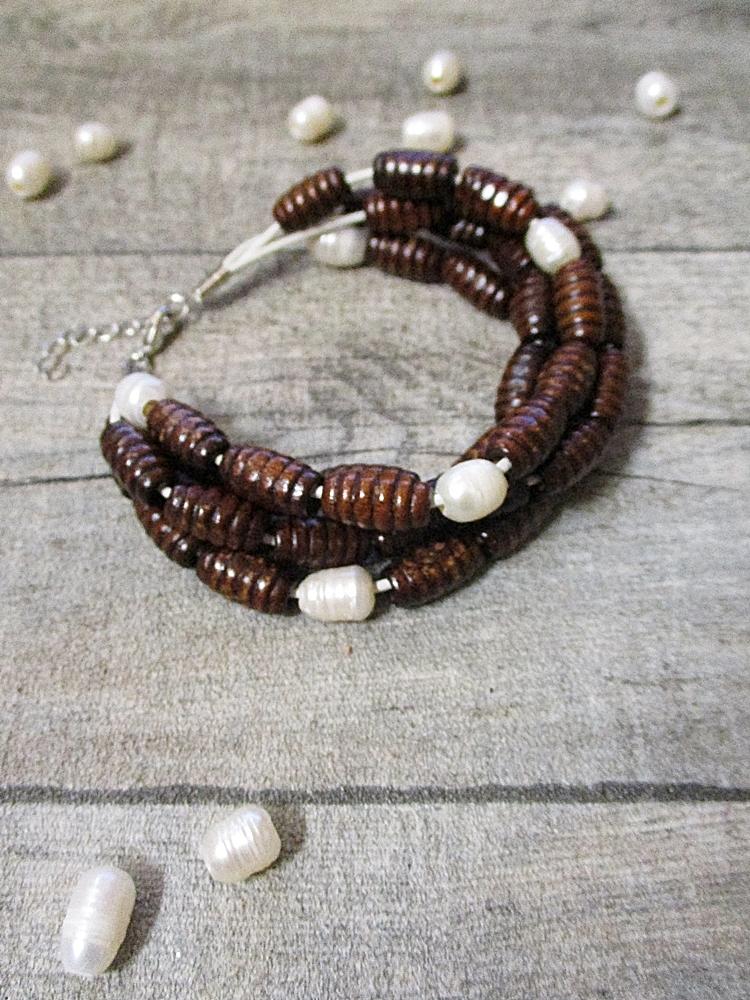 Armband vierstrangig braun perlmutt Holz Perlen - MONDSPINNE