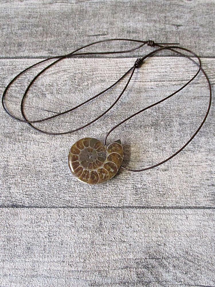 Kette Ammonit braun 35 mm - MONDSPINNE