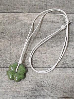 Kette Kleeblatt grün-weiß Porzellan Leder - MONDSPINNE