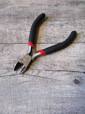 Schmuckzange diagonaler Seitenschneider schwarz metallgrau Griff ummantelt Softgriff 110 mm - MONDSPINNE