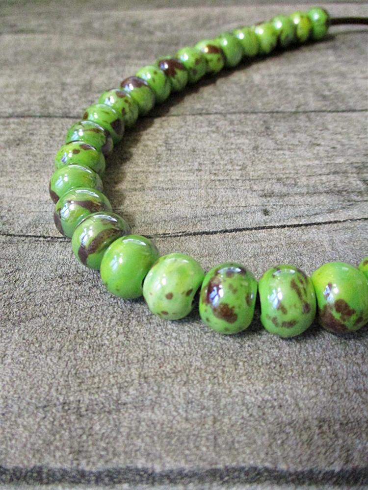 Kette Lederkette Porzellankette grün Karabinerverschluss - MONDSPINNE