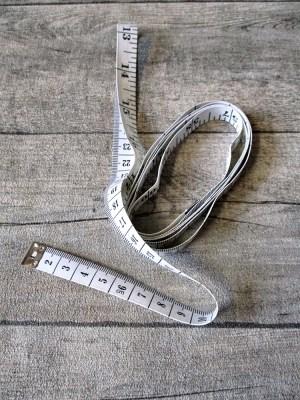 Maßband Metermaß Bandmaß Zentimeter Inch weiß schwarz 150 cm Kunststoff - MONDSPINNE