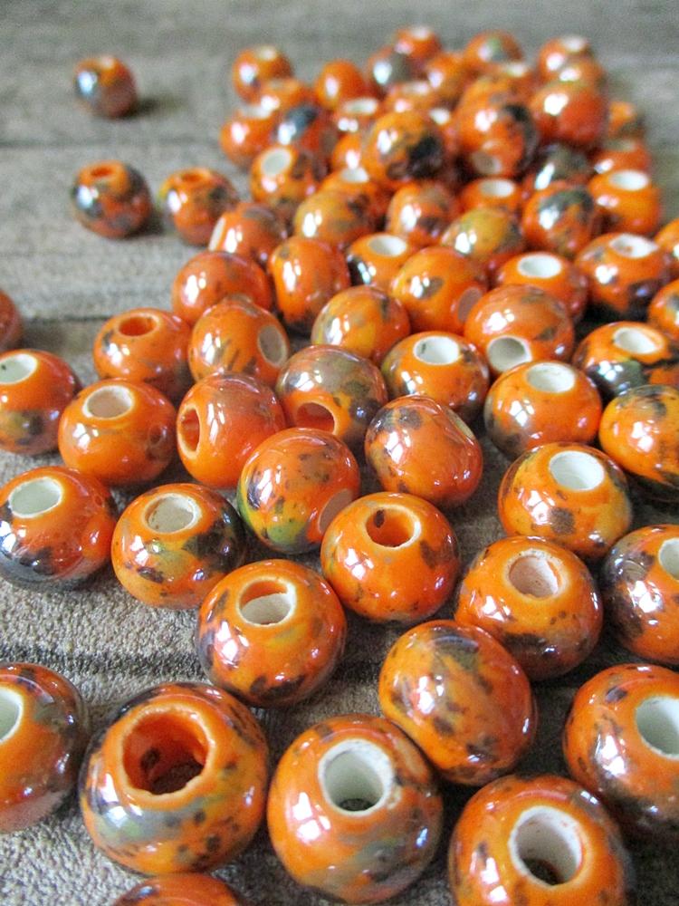 Porzellanperlen Großlochperlen handgefertigt orange perlig 12x9 mm Lochgröße 4 mm - MONDSPINNE