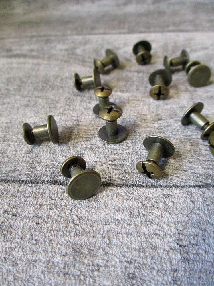 Gürtelschraube Buchschraube altmessing Metall 10x6 mm - MONDSPINNE