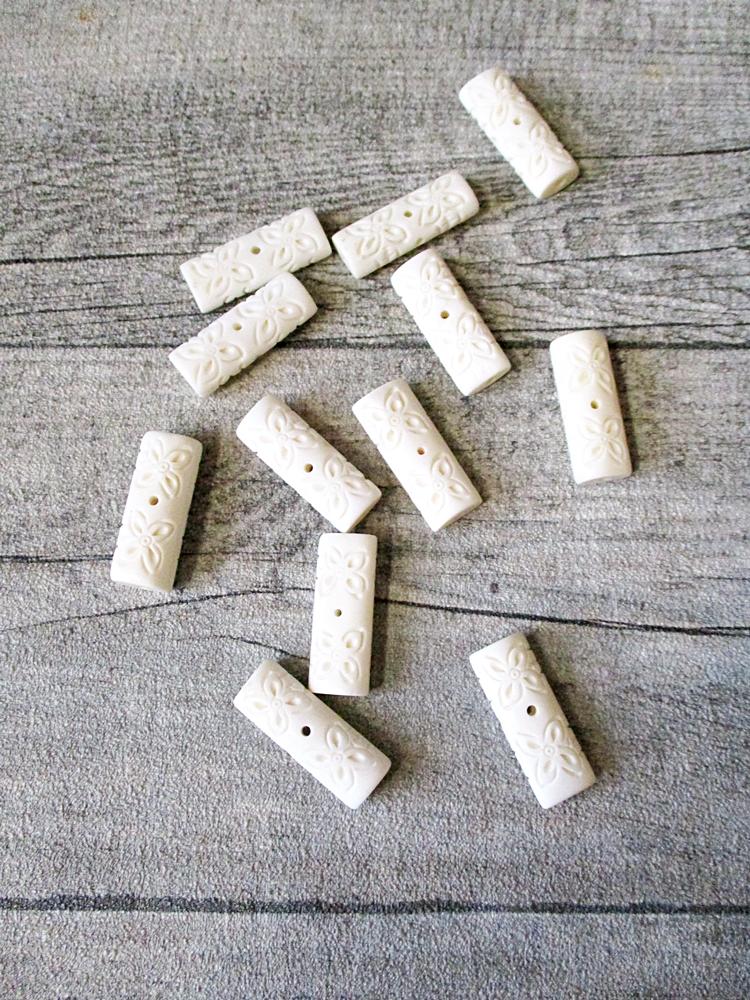 Knochenperle Knochen Perle hell elfenbein 30x11x9 mm Lochgröße 2 mm floral - MONDSPINNE