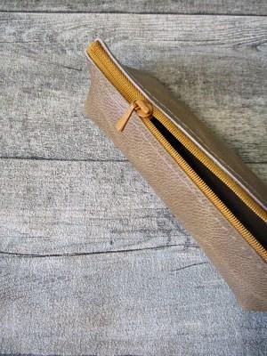 Federmäppchen Stiftemäppchen Federtasche mit Boden wallnuss-ocker Leder - MONDSPINNE