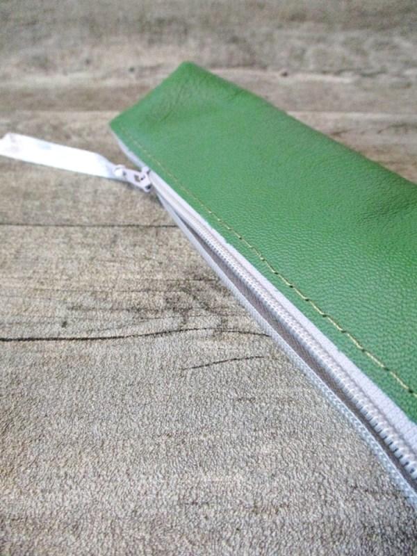 Federmäppchen Stiftemäppchen mit Boden grün-grau Leder - MONDSPINNE