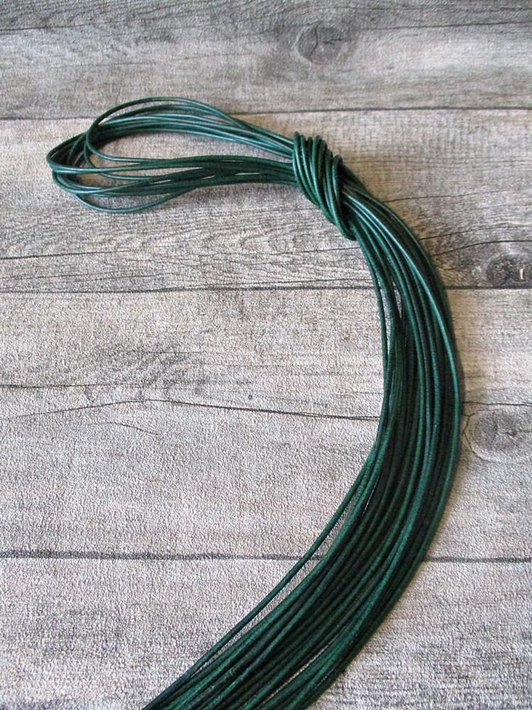 Lederband Lederriemen Rindsleder rund spinatgrün 1 m 2 mm - MONDSPINNE