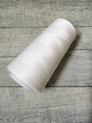 Overlockgarn Nähgarn Polyester Kone Spule weiß offwhite off-white 3000 Yards - MONDSPINNE