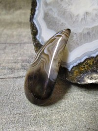 Anhänger Achat tropfenförmig gebohrt schwarz weiß braun gefleckt - MONDSPINNE